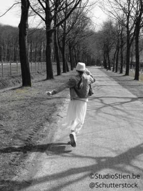 Communie meisje park Girl running park