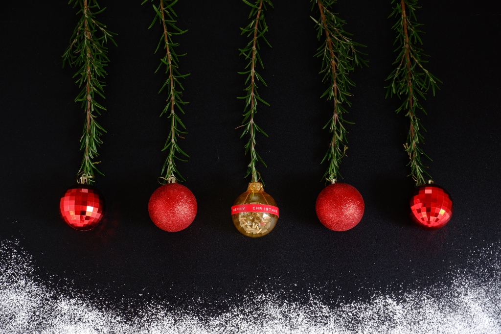 Red Christmas balls Rode Kerstballen stockfoto