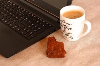 Fotografie koffie cake pc laptop technologie