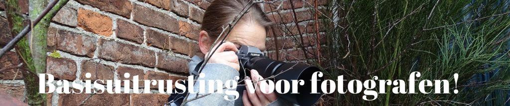 Basisuitrusting voor fotografen : camerabody, lens objectief, cameratas, statief , batterij, geheugenkaart